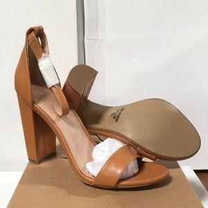 Ankle strap block heel sandal 💞